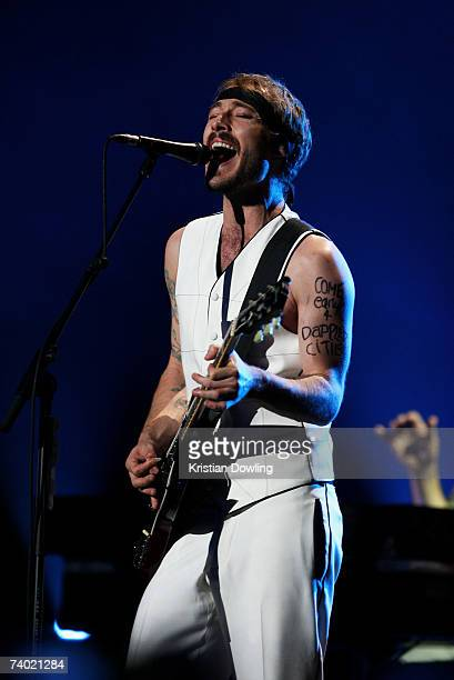 Daniel Johns of Silverchair performs on stage at the third annual MTV Australia Video Music Awards 2007 at Acer Arena on April 29, 2007 in Sydney,...