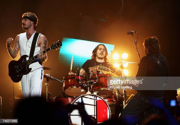 Daniel Johns,Chris Joannou and Ben Gilliesof Silverchair perform on stage at the third annual MTV Australia Video Music Awards 2007 at Acer Arena on...