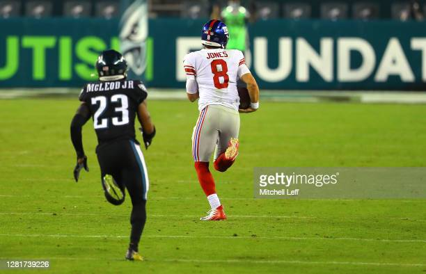 Daniel Jones of the New York Giants runs against Rodney McLeod of the Philadelphia Eagles for a first down during the third quarter at Lincoln...