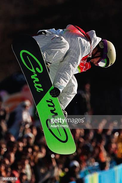 Daniel Kass of the United States on his way to winning the silver medal in the Mens Snowboard Half Pipe Final on Day 2 of the 2006 Turin Winter...