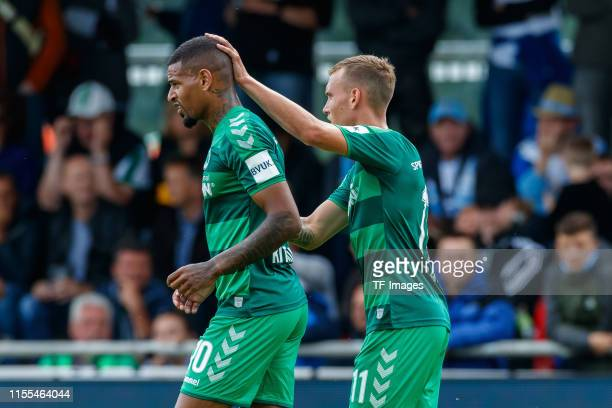 Daniel KeitaRuel of SpVgg Greuther Fuerth celebrates after scoring his team's first goal with team mates during the match between SpVgg Greuther...