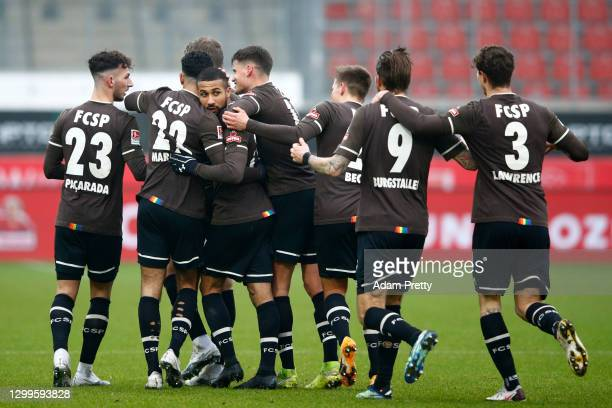 Daniel Kyereh of St. Pauli celebrates his team's second goal with teammates during the Second Bundesliga match between 1. FC Heidenheim 1846 and FC...