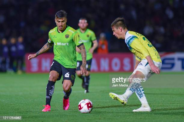 Daniel Lezcano of Juarez fights for the ball with Juan Gonzalez of Leon during the 9th round match between FC Juarez and Leon as part of the Torneo...