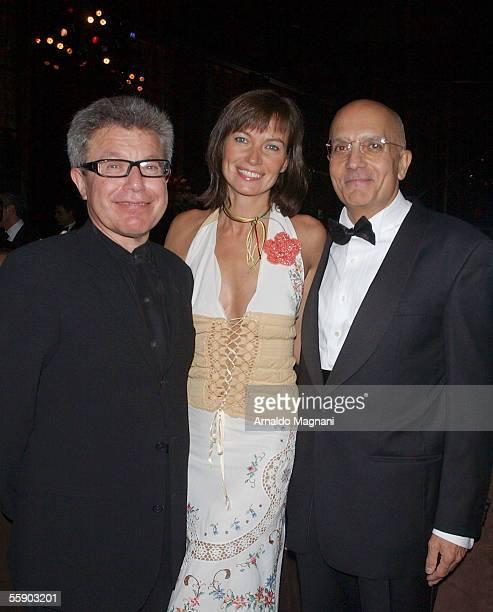 Daniel Libeskind, Lucia Debrilli, and Milan mayor Gabriele Albertini pose at Rainbow Room for Meeting Milan Gala Dinner, October 11 in New York.