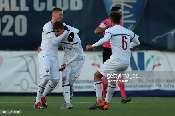 Daniel Maldini of AC Milan U19 celebrates after scoring a goal during the Serie A Primavera match between Empoli FC U19 and AC Milan U19 at on...