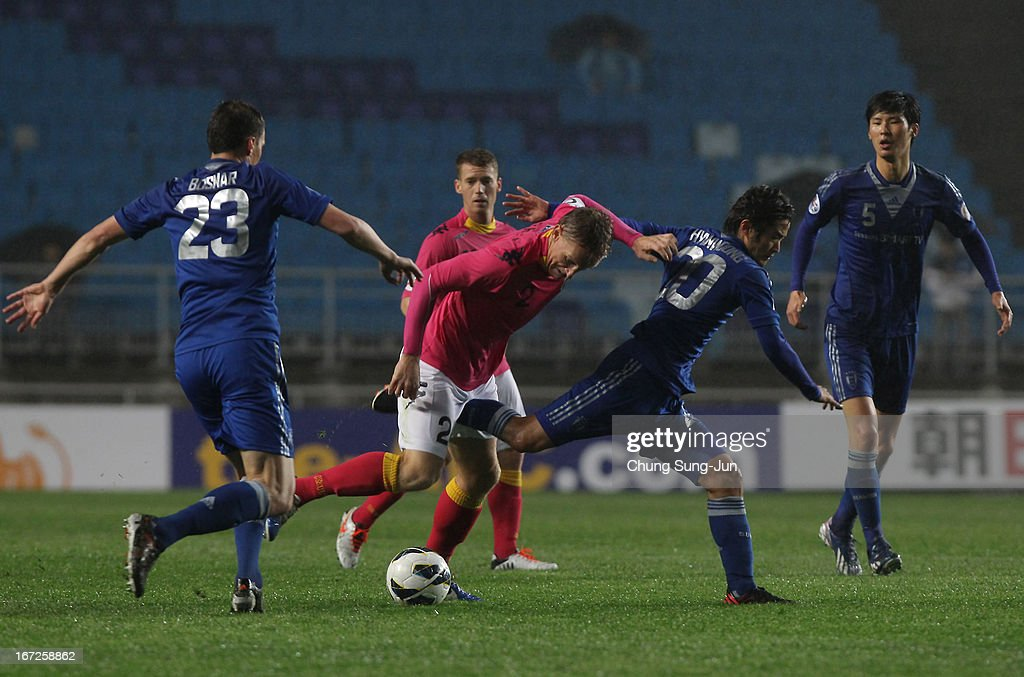 Daniel McBreen (C) of Central Coast Mariners in action with Lee Hyun-Woong (R) and Eddy Bosnar (L) of Suwon Bluewing during the AFC Champions League Group H match between Suwon Bluewing and Central Coast Mariners at Suwon World Cup Stadium on April 23, 2013 in Suwon, South Korea.
