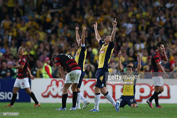 Daniel McBreen of the Mariners and team mates celebrate winning the A-League 2013 Grand Final match between the Western Sydney Wanderers and the...