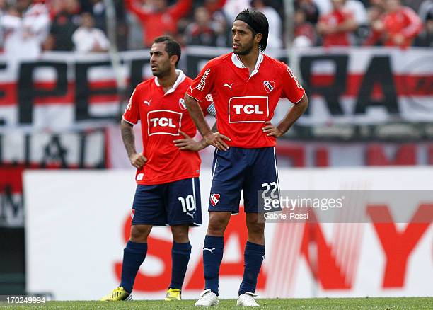 Daniel Montenegro and Fabian Vargas of Independiente lament after a match between River Plate and Independiente as part of the Torneo Final 2013 at...