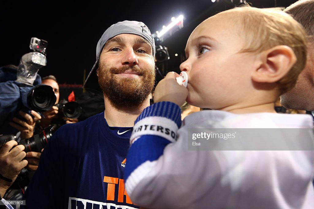 Daniel Murphy #28 of the New York Mets celebrates with his son Noah after defeating the Chicago Cubs in game four of the 2015 MLB National League Championship Series at Wrigley Field on October 21, 2015 in Chicago, Illinois. The Mets defeated the Cubs with a score of 8 to 3 to sweep the Championship Series.