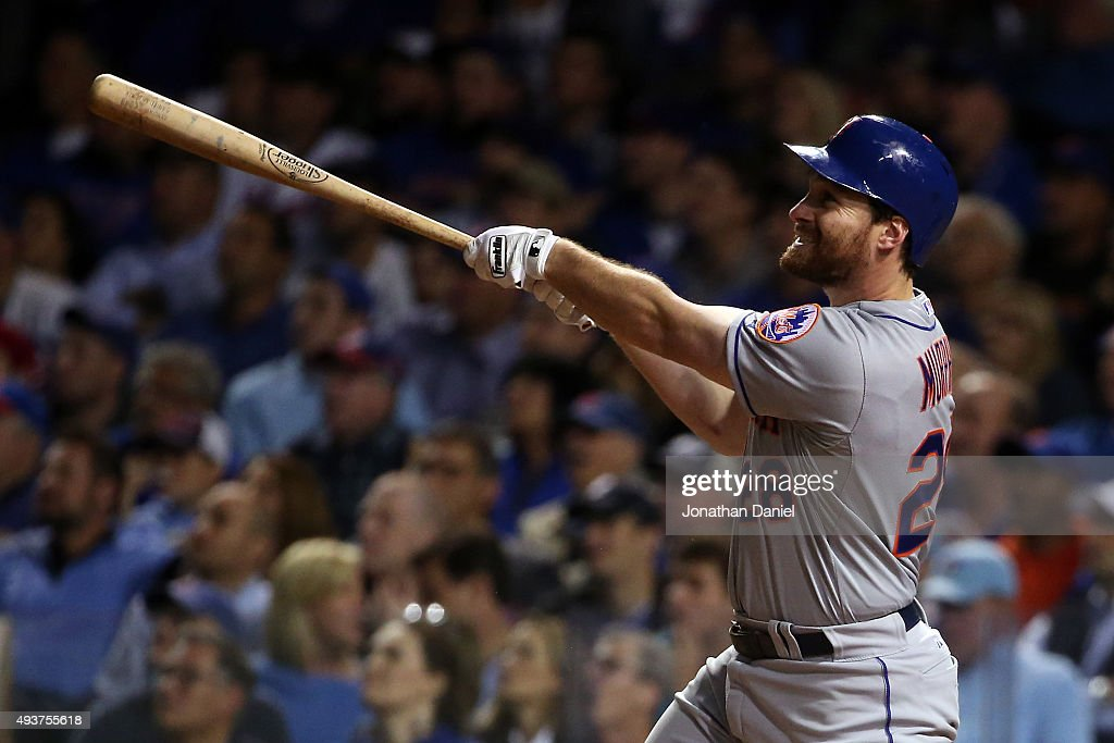 League Championship Series - New York Mets v Chicago Cubs - Game Four : News Photo