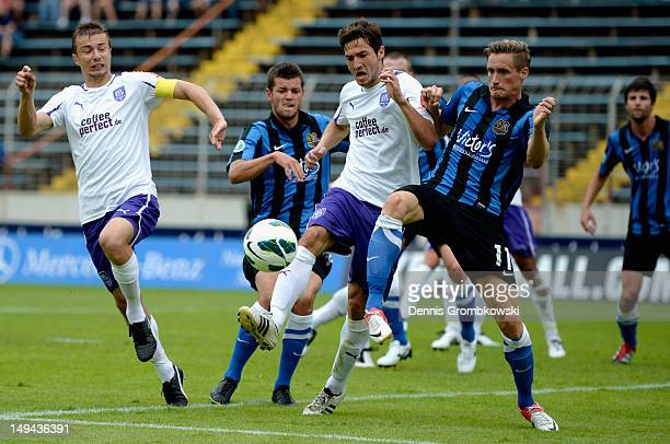 Daniel Nagy of Osnabrueck and Markus Hayer of Saarbruecken battle for the ball during the 3 Liga match between 1 FC Saarbruecken and VfL Osnabrueck...