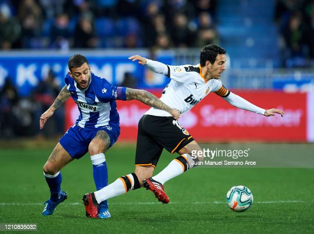 Daniel Parejo of Valencia CF duels for the ball with Joselu of Deportivo Alaves during the Liga match between Deportivo Alaves and Valencia CF at...