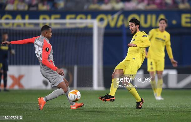Daniel Parejo of Villarreal battles for possession with Antoine Bernede of Red Bull Salzburg during the UEFA Europa League Round of 32 match between...