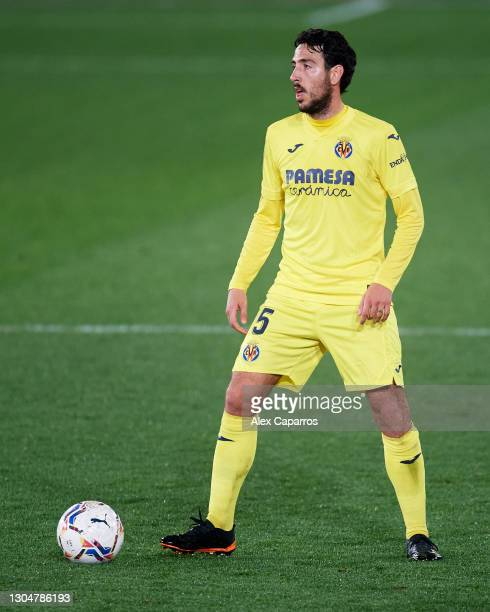 Daniel Parejo of Villarreal CF controls the ball during the La Liga Santander match between Villarreal CF and Atletico de Madrid at Estadio de la...