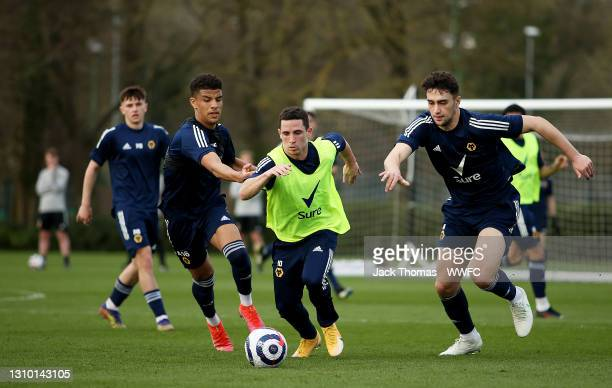 Daniel Podence of Wolverhampton Wanderers runs with the ball under pressure from Maximilian Kilman and Chem Campbell of Wolverhampton Wanderers...