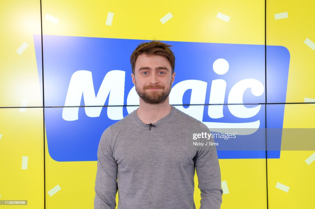 Daniel Radcliffe Visits Magic Radio : Photo d'actualité