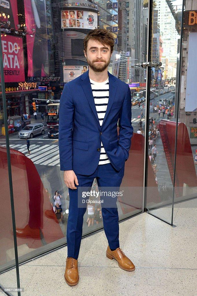 "Daniel Radcliffe Visits ""Extra"""