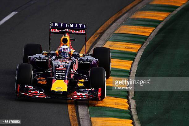 Daniel Ricciardo of Australia and Infiniti Red Bull Racing drives during qualifying for the Australian Formula One Grand Prix at Albert Park on March...
