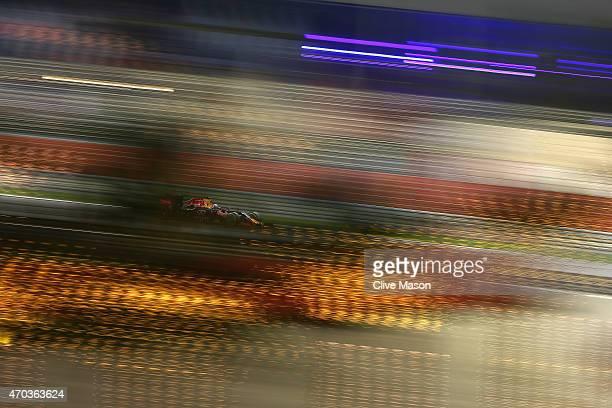 Daniel Ricciardo of Australia and Infiniti Red Bull Racing drives during the Bahrain Formula One Grand Prix at Bahrain International Circuit on April...