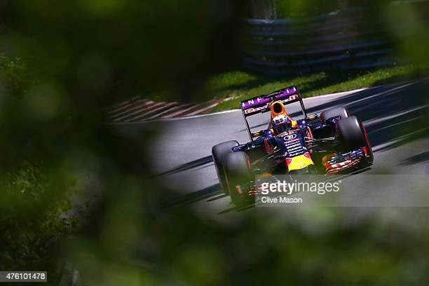 Daniel Ricciardo of Australia and Infiniti Red Bull Racing drives during qualifying for the Canadian Formula One Grand Prix at Circuit Gilles...