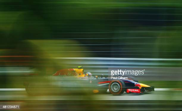 Daniel Ricciardo of Australia and Infiniti Red Bull Racing drives during qualifying for the Malaysia Formula One Grand Prix at the Sepang Circuit on...