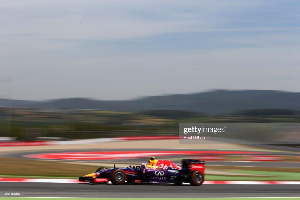 Daniel Ricciardo of Australia and Infiniti Red Bull Racing drives during qualifying ahead of the Spanish F1 Grand Prix at Circuit de Catalunya on May 10, 2014 in Montmelo, Spain.