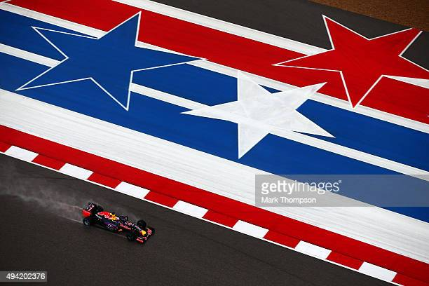 Daniel Ricciardo of Australia and Infiniti Red Bull Racing drives during qualifying before the United States Formula One Grand Prix at Circuit of The...