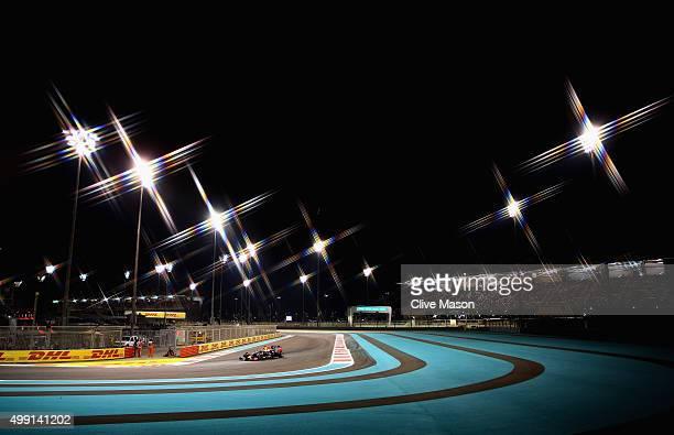 Daniel Ricciardo of Australia and Infiniti Red Bull Racing drives during the Abu Dhabi Formula One Grand Prix at Yas Marina Circuit on November 29...
