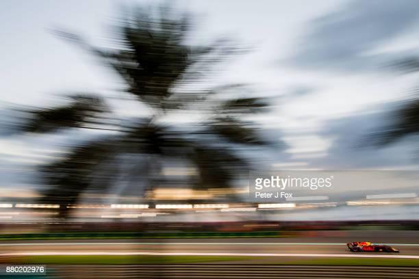 Daniel Ricciardo of Australia and Red Bull Racing during the Abu Dhabi Formula One Grand Prix at Yas Marina Circuit on November 26 2017 in Abu Dhabi...