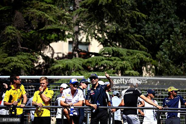 Daniel Ricciardo of Australia and Red Bull Racing gives the crowd a thumbs up while talking to Marcus Ericsson of Sweden and Sauber F1 on the drivers...