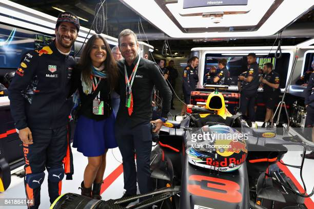 Daniel Ricciardo of Australia and Red Bull Racing poses for a photo with Australian cycling legend Cadel Evans during qualifying for the Formula One...