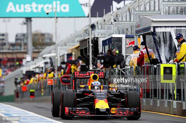 Daniel Ricciardo of Australia drives the Red Bull Racing Red BullTAG Heuer RB12 TAG Heuer in the Pitlane during qualifying for the Australian Formula...