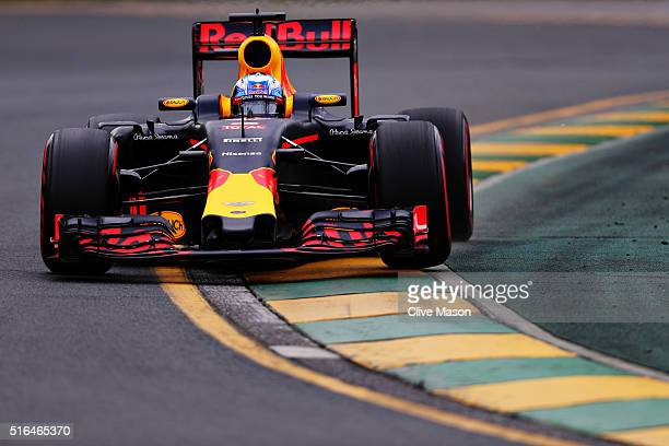 Daniel Ricciardo of Australia drives the Red Bull Racing Red BullTAG Heuer RB12 TAG Heuer on track during qualifying for the Australian Formula One...
