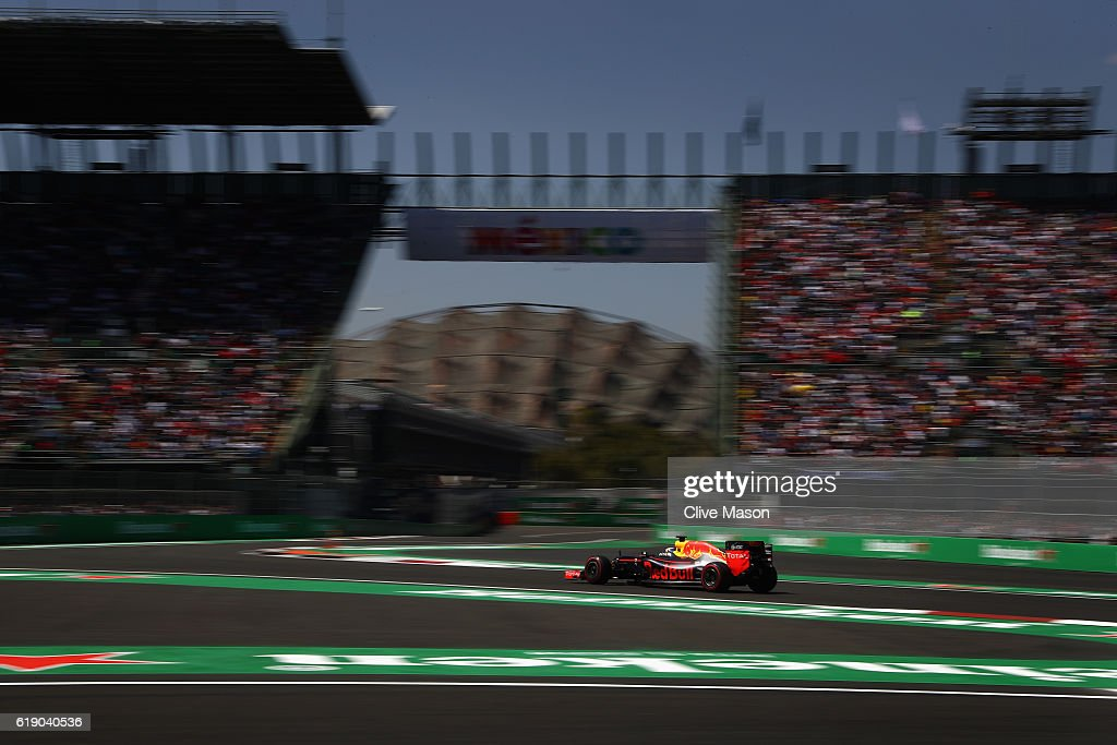 Daniel Ricciardo of Australia driving the (3) Red Bull Racing Red Bull-TAG Heuer RB12 TAG Heuer on track during qualifying for the Formula One Grand Prix of Mexico at Autodromo Hermanos Rodriguez on October 29, 2016 in Mexico City, Mexico.