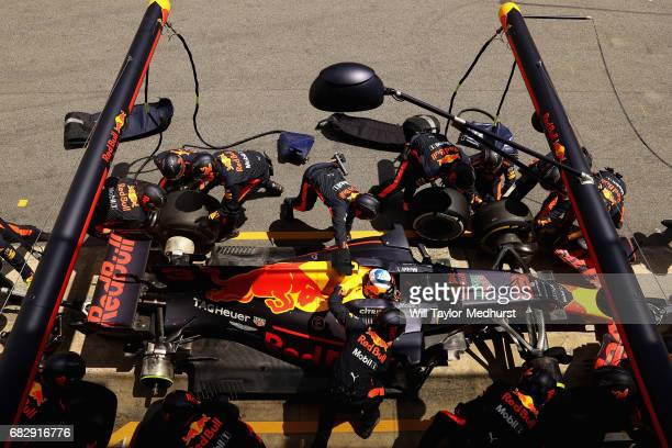 Daniel Ricciardo of Australia driving the Red Bull Racing Red BullTAG Heuer RB13 TAG Heuer makes a pit stop for new tyres during the Spanish Formula...