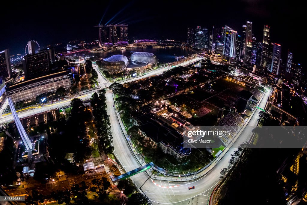 Daniel Ricciardo of Australia driving the (3) Red Bull Racing Red Bull-TAG Heuer RB13 TAG Heuer on track during practice for the Formula One Grand Prix of Singapore at Marina Bay Street Circuit on September 15, 2017 in Singapore.