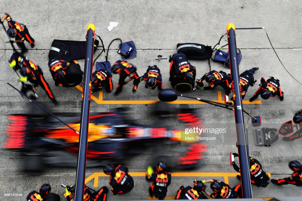Daniel Ricciardo of Australia driving the (3) Red Bull Racing Red Bull-TAG Heuer RB13 TAG Heuer makes a pit stop for new tyres during the Malaysia Formula One Grand Prix at Sepang Circuit on October 1, 2017 in Kuala Lumpur, Malaysia.