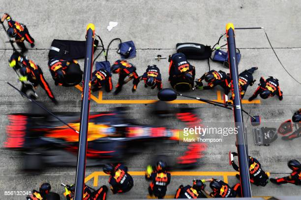 Daniel Ricciardo of Australia driving the Red Bull Racing Red BullTAG Heuer RB13 TAG Heuer makes a pit stop for new tyres during the Malaysia Formula...