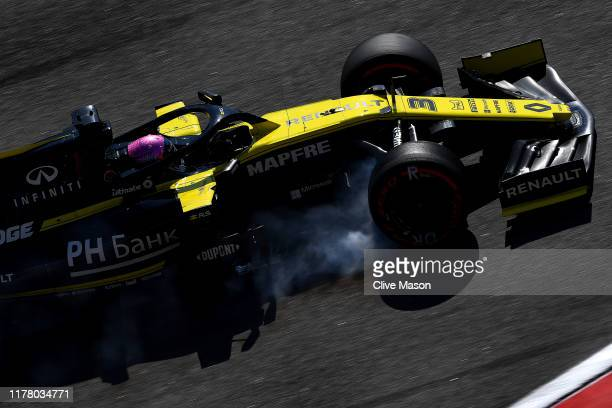 Daniel Ricciardo of Australia driving the Renault Sport Formula One Team RS19 locks a wheel on the way to the grid before the F1 Grand Prix of Russia...