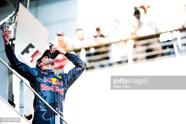Daniel Ricciardo of Red Bull Racing and Australia during the Malaysia Formula One Grand Prix at Sepang Circuit on October 2 2016 in Kuala Lumpur...