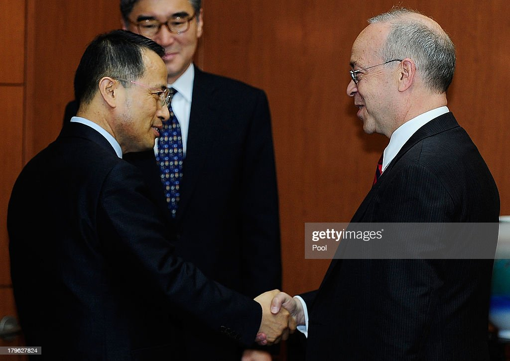 Daniel Russel (R) the U.S. assistant secretary of state for East Asian and Pacific affairs, shakes hands with Kim Kyou-Hyun (L), South Korea's vice foreign minister during their meeting on September 6, 2013 in Seoul, South Korea. The two met during Russel's three-day stay in South Korea to discuss issues including efforts to denuclearize North Korea.