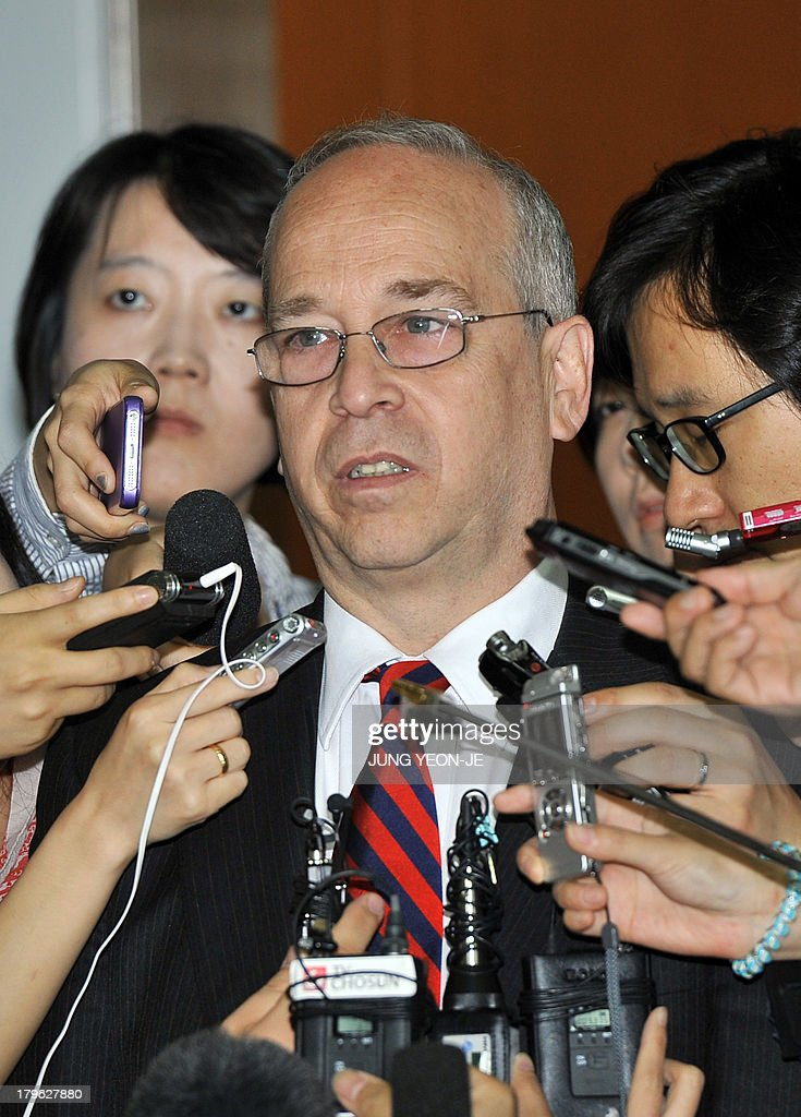 Daniel Russel (C), US Assistant Secretary of State for East Asian and Pacific Affairs, speaks to the media after his meeting with South Korean officials at the foreign ministry in Seoul on September 6, 2013. Russel is in Seoul to discuss issues of mutual concern, including efforts to denuclearize North Korea.