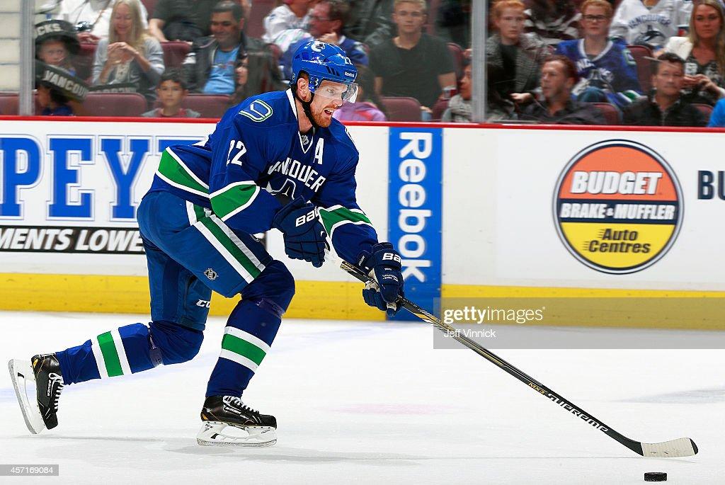 Edmonton Olers v Vancouver Canucks : News Photo
