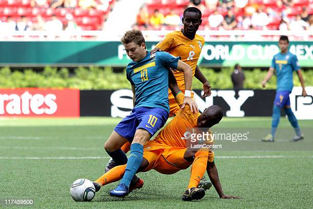 Daniel Soungole of Ivory Coast struggles for the ball with Adryan of Brazil during the FIFA U-17 World Cup Mexico 2011 Group F match between Ivory...