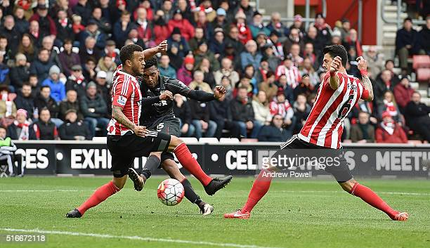 Daniel Sturridge of Liverpool scores the second during the Barclays Premier League match between Southampton and Liverpool at St Mary's Stadium on...