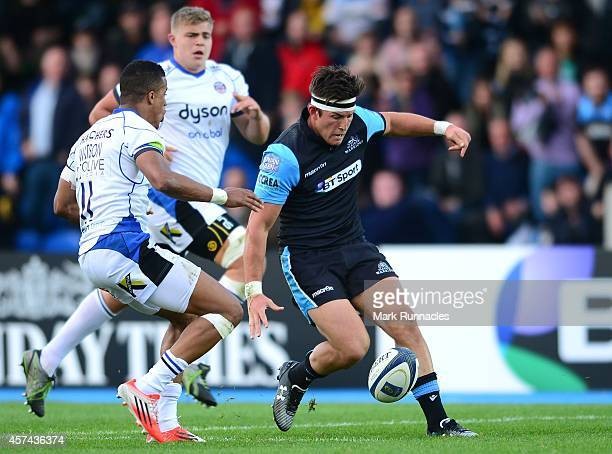 Daniel Tailliferrer Hauman van der Merwe of Glasgow Warriors knocks the ball past Anthony Watson of Bath Rugby during the European Rugby Champions...