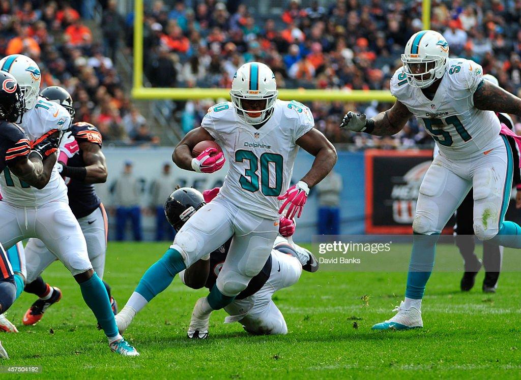 Daniel Thomas of the Miami Dolphins runs against the Chicago Bears ... 0f6e6d96a