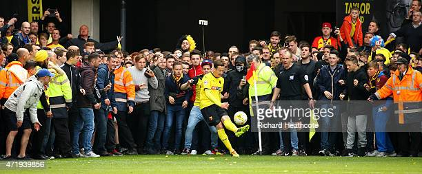 Daniel Tozser of Watford tries to take a last minute corner as fans wait to invade the pitch during the Sky Bet Championship match between Watford...