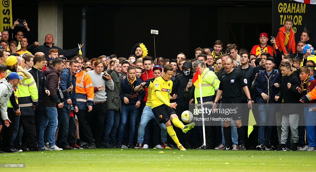 Daniel Tozser of Watford tries to take a last minute corner as fans wait to invade the pitch during the Sky Bet Championship match between Watford and Sheffield Wednesday at Vicarage Road on May 2, 2015 in Watford, England.