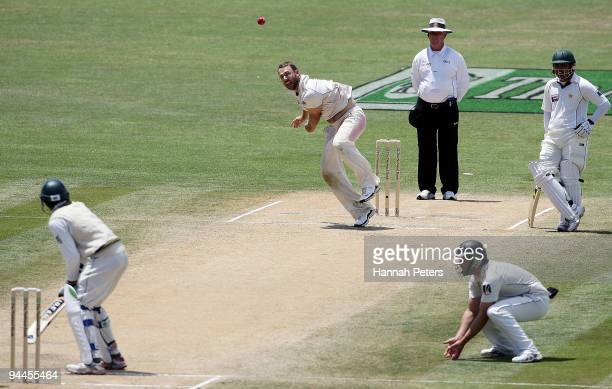 Daniel Vettori of New Zealand bowls during day five of the Third Test match between New Zealand and Pakistan at McLean Park on December 15, 2009 in...